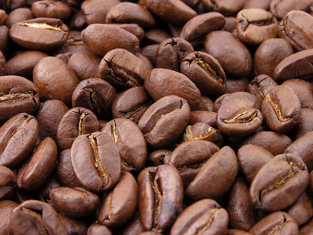 1280px-Roasted_coffee_beans[1]