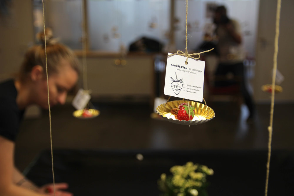 GOUDEN BORDJES 2015    Floating amuse installation based on the  Digestive Food project