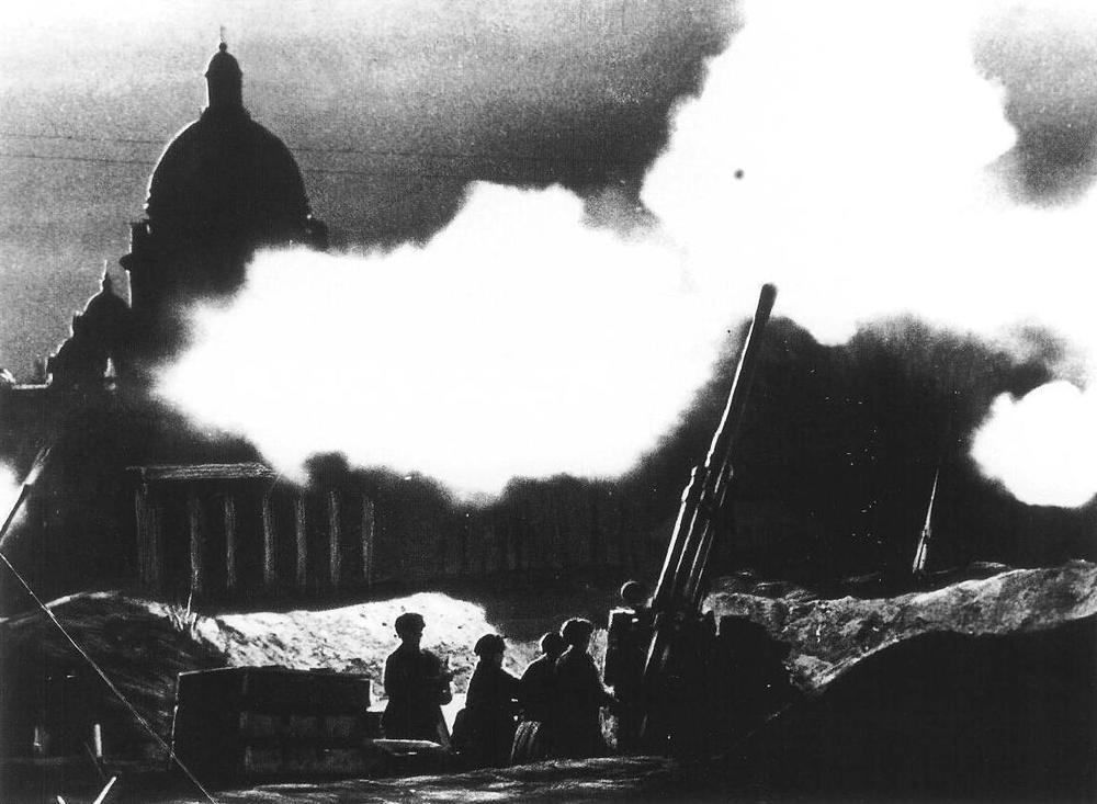 Anti_aircraft_Leningrad_1941.JPG