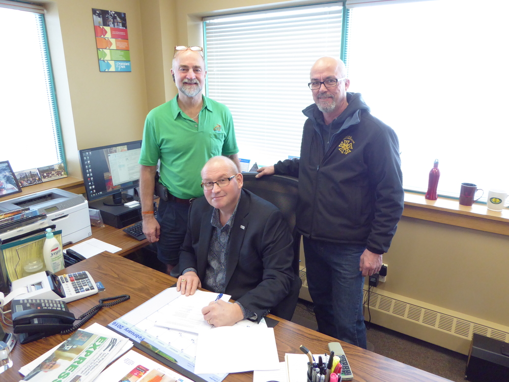 R to L: President Glen Green, SPPC Events Manager Carl Schlosser, Secretary Andrew Forrester