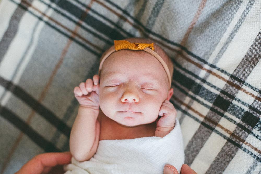 Rochester_NY_Lifestyle_Newborn_Photographer-12.jpg