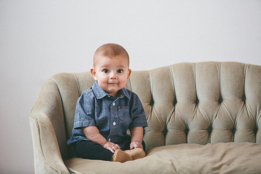 Kelly_Kester_Photography_Studio_Baby_Sitting.jpg