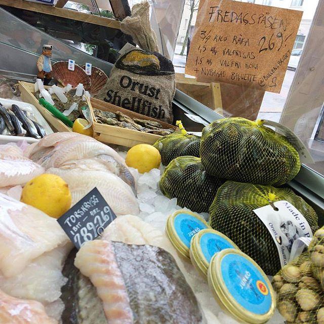Tittar in i denna butiken! Mysigt affär med trevlig o kunnig personal! Glöm inte här handlar du musslor direkt från odlarn! #smakapåvästsverige #madeinbohuslän #musslor #repost @luckansfisk 👌
