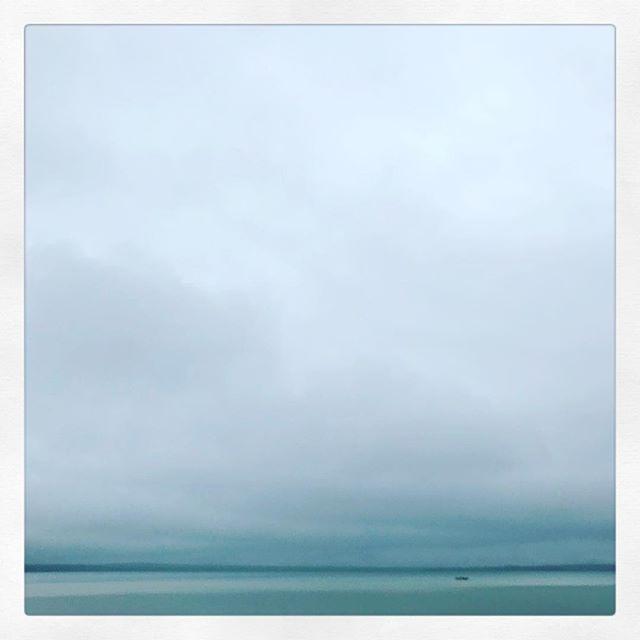 #autumn in #michigan . . . . . . . . . . #puremichigan #higginslake #beachhouse #wine #friends #photography #clouds