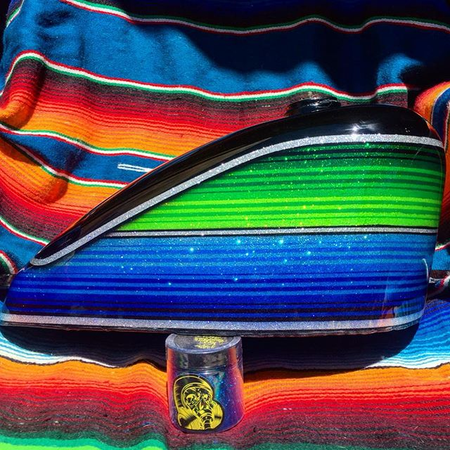 Mini silver painthuffer metalflake and house of kolor candy. #845motorcycles #painthuffermetalflake #microhufferflake #metalflake #chopper #choppershit #harley #harleydavidson #sportster #ironhead #paint #hok #chopcult #paint #art #alternativeart #TeamPainthuffer #tankart #houseofkolor #hok #zarape #zerape #Mexicanblanket #sarape #serape #joshuatree #landers