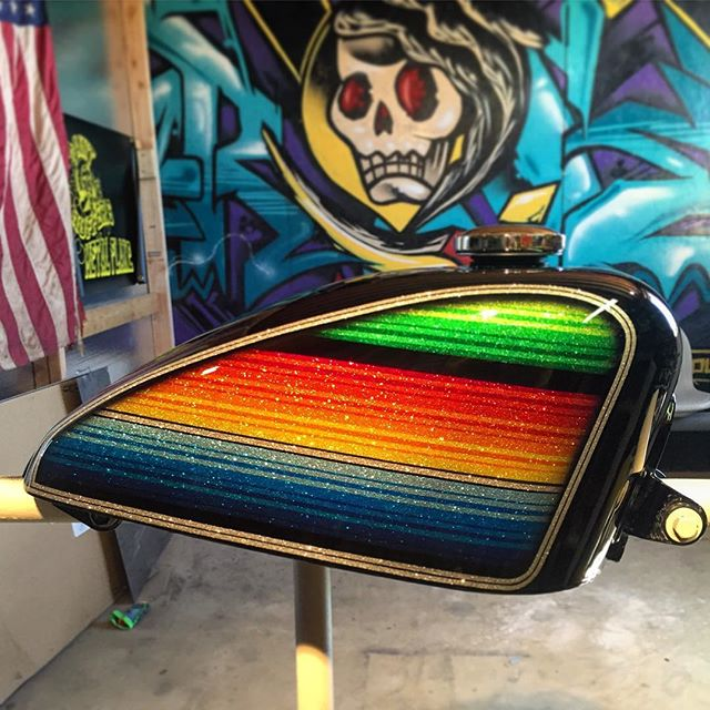 Mexican blanket using @painthuffermetalflake mini and micro sure mini and @tamcopaint 4100 #845motorcycles #joel845 #painthuffermetalflake #tankart #tamcopaint #mexicanblanket #zerape #chopper #choppershit #harley #sportster #harleydavidson