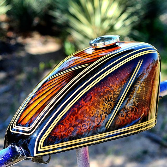 One of my favorites I did some time ago. Love the  @painthuffermetalflake micro gold flake with these colors and lace. #joel845 #845motorcycles #painthuffermetalflake #teampainthuffer #houseofkolor #tankart #metalflake #harleydavidson #sportster #chopper