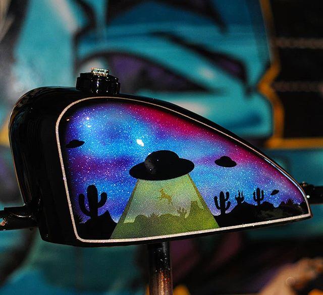 Aliens are a big deal out here in Landers. #joel845 #845motorcycles #painthuffermetalflake #ufo #aliens #tankart #harleydavidson #sportster #probe