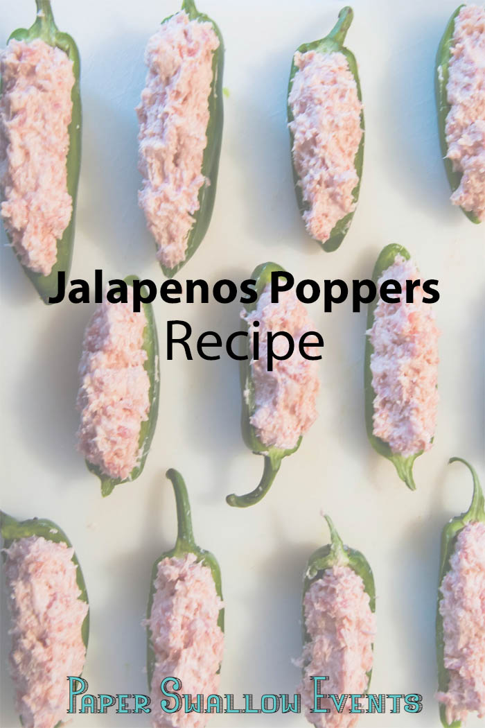 Make you next party or celebration a hit with these easy jalapenos poppers. Seriously one of our favorite hor d'oeuvre party foods! Click through for the recipe! @paperswalloweve