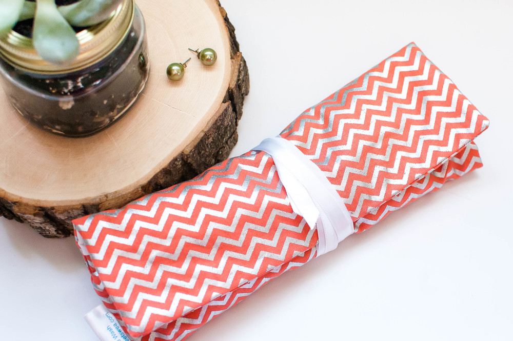 Do you like to wear jewelry but have trouble finding ways to keep it safe and untangled while you travel? You should try a beautiful jewelry roll from PeetSwea! These jewelry rolls make the perfect carrying case for all your jewelry essentials. They also make the perfect wedding and birthday presents or bridesmaids' gifts! @paperswallowevents