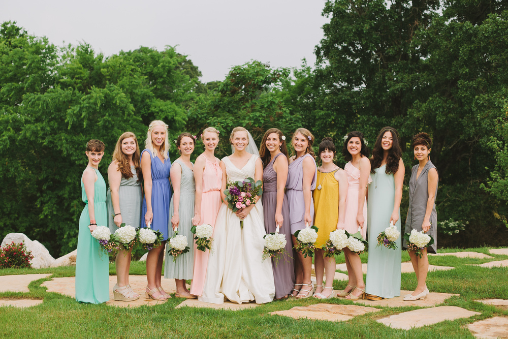 Will + Juliet had a colorful, vintage-inspired and elegant barn wedding in the rolling hills of Southern Tennessee. With the colors blush, lavender and sage everywhere you looked, and Juliet's dress looking like something Grace Kelly would wear this wedding is one that felt intimate and special throughout. Click through to see all the beautiful photos of their wedding day! (Planned by @paperswalloweve.)