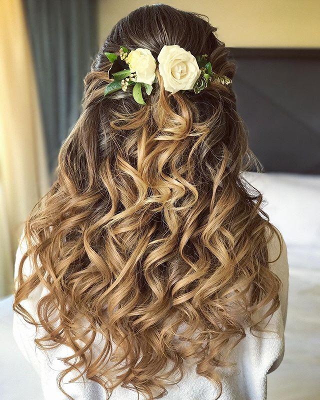 🌷#bridalhair by Whitney 💍 . . #beautybywhitney #stlmakeupartist #stlouisweddingphotographer #weddinghair #hairandmakeupbysteph #bridalmakeup #bridalhair #loosecurls #kenra #t3whirltrio #behindthechair #bridebookhair #hairstyles #bridetobe #bridebook