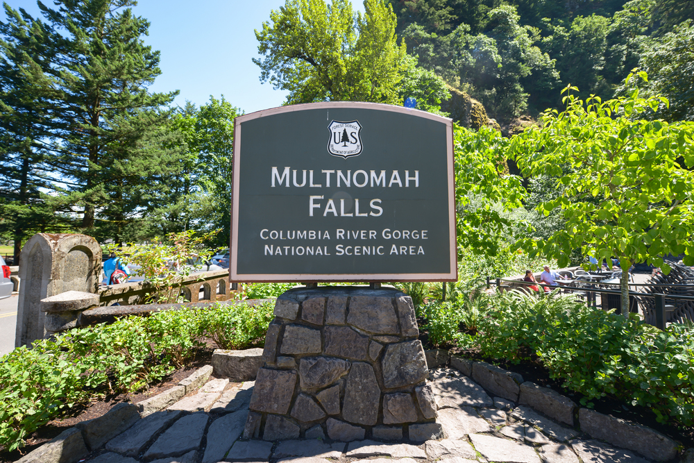 Multnomah Falls Oregon By Lisa Linh