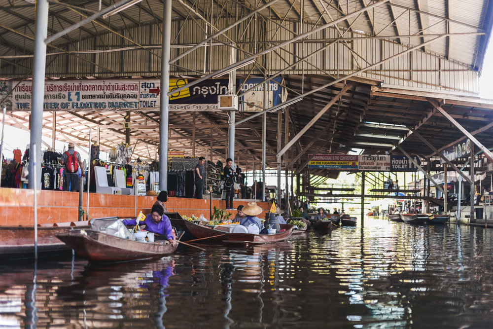 Damnoen-Saduak-Floating-Market-By-Lisa-Linh