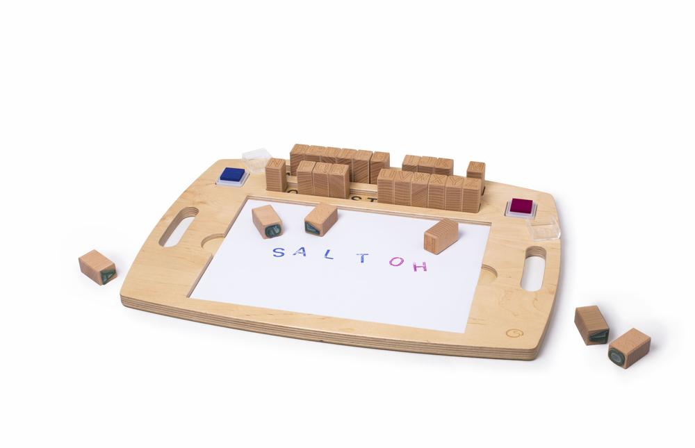 Stempeltabloh – Diese Stempelwerkstatt führt spielerisch an das Alphabet heran.