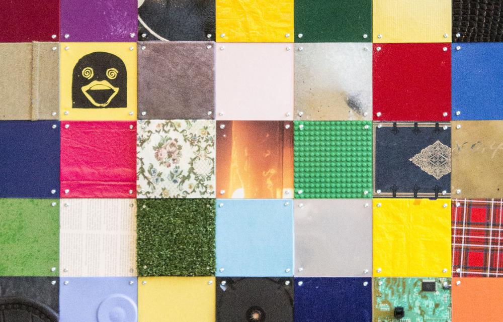 über 700 Plättchen aus Recyclingmaterial wurden verbaut