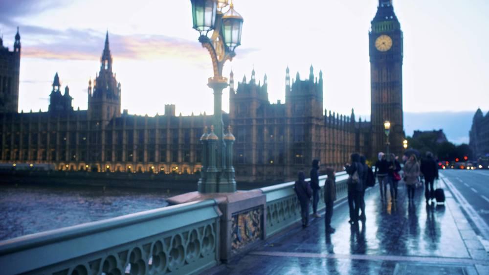 雨天,从 Westminster Bridge 看大本钟。图片模糊是因为镜头湿了。