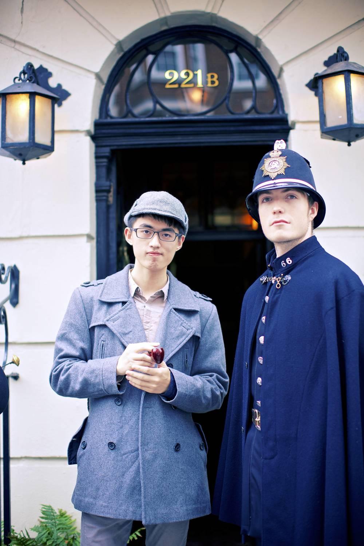 我和『警卫员』先生在福尔摩斯博物馆门口