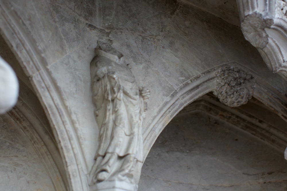 Lady Chapel 的几乎所有雕像都被敲掉了头,有点像我国文革对文物造成的后果。