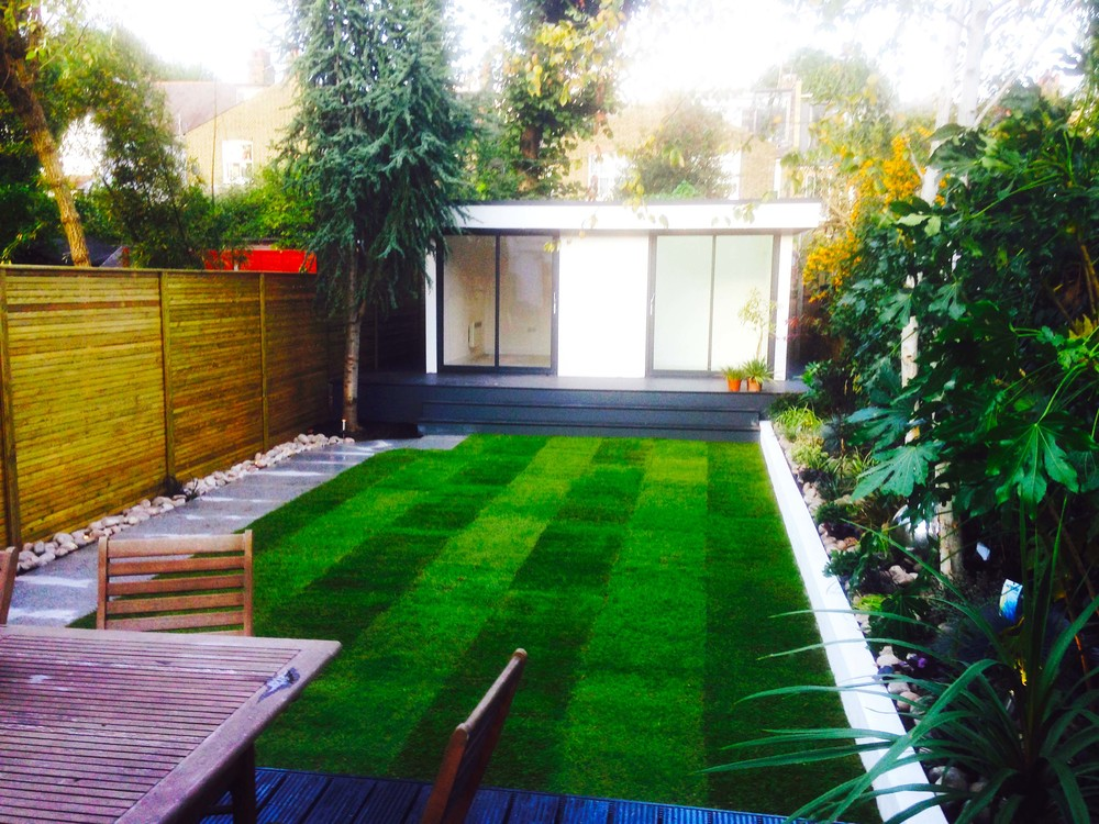 Decking, turf, batten screen, queens park.jpg