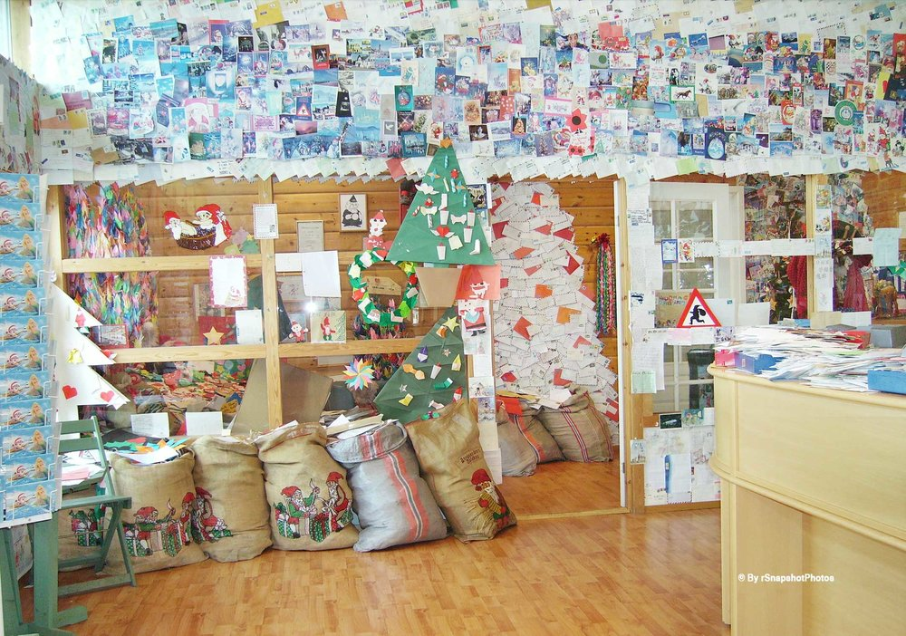 Tregaarden's Christmas house and the Christmas house official post office are located in the centre of Drøbak