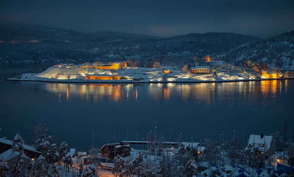 Winter night at Oscarsborg Fortress