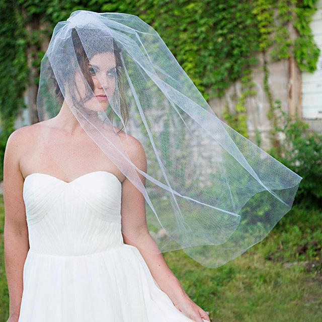 The blusher length honeycomb veil is a fun way to give that vintage vibe with a more modern cut. Love when old and new come together to make something beautiful