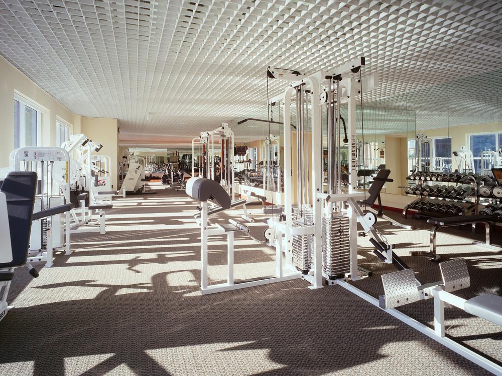 AIG-11-fitness room.jpg