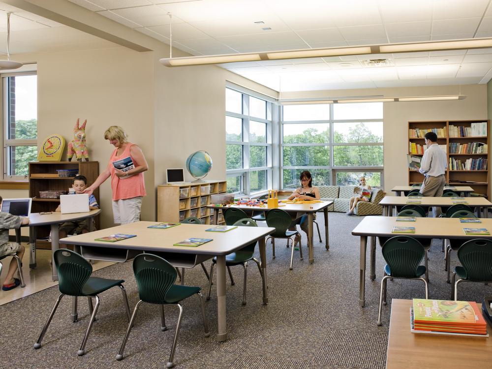 Kolnaski-10-L-classroom.jpg