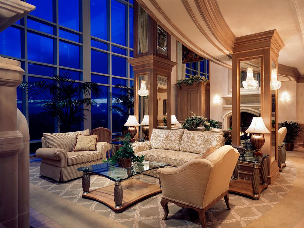 Fox-20-suite1-living room1.jpg