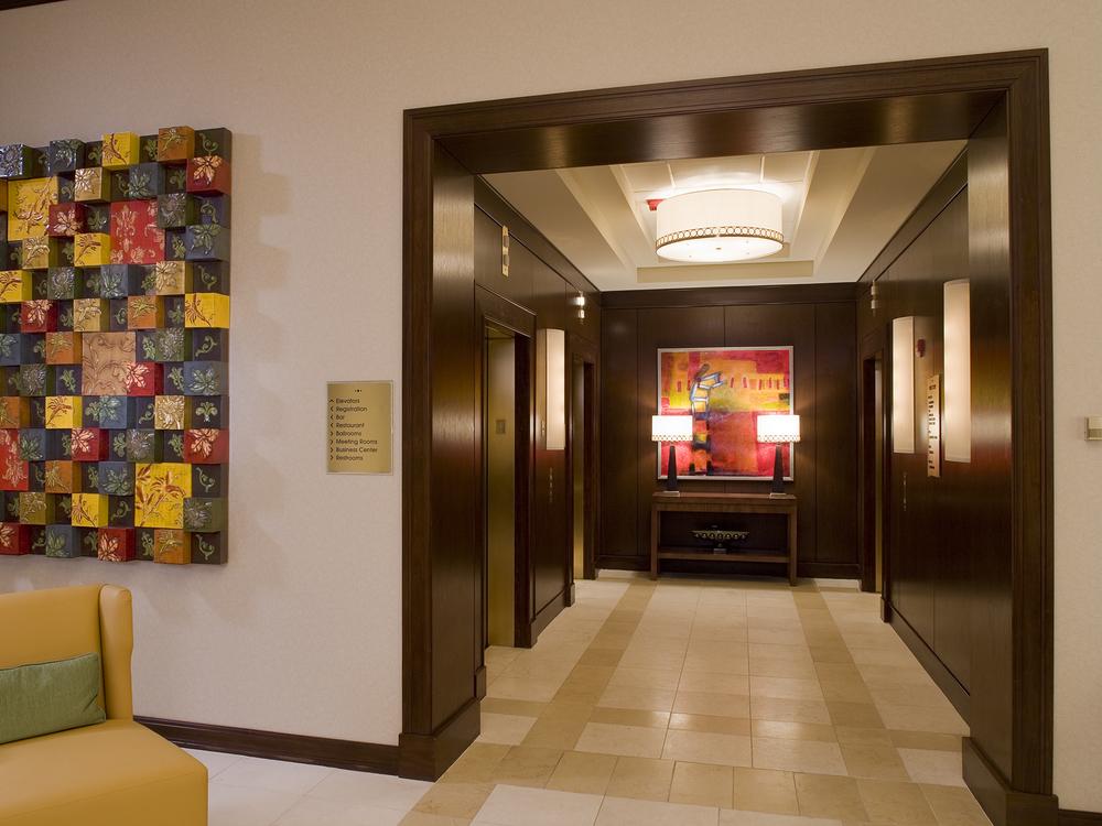 Marriott-03-elev. lobby.jpg