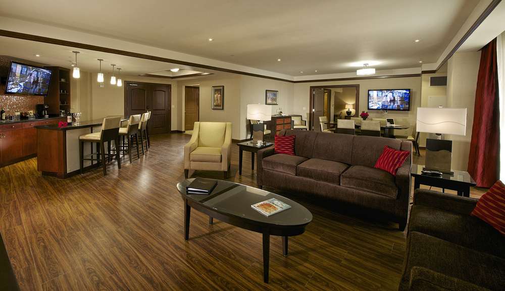 DownstreamCasinoPH2_19_guest suite-cropped.jpg