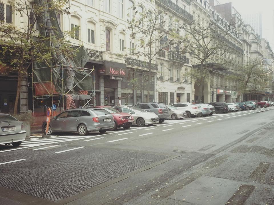 Situatie op de Adolph Maxlaan - levensgevaarlijk. Foto via www.velodossier.be