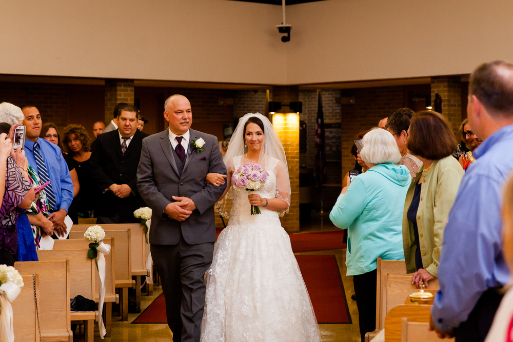 bride_walks_down_aisle