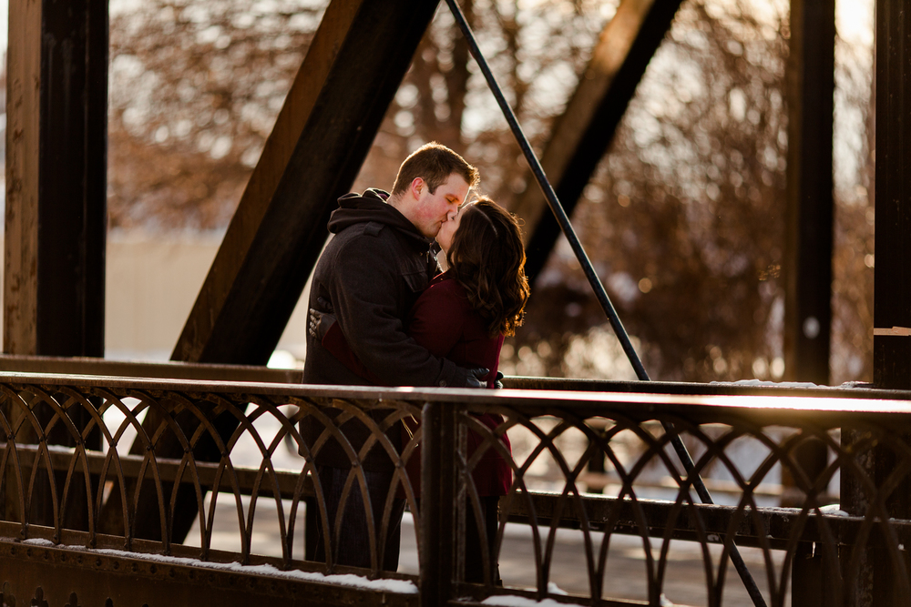 kissing_on_bridge