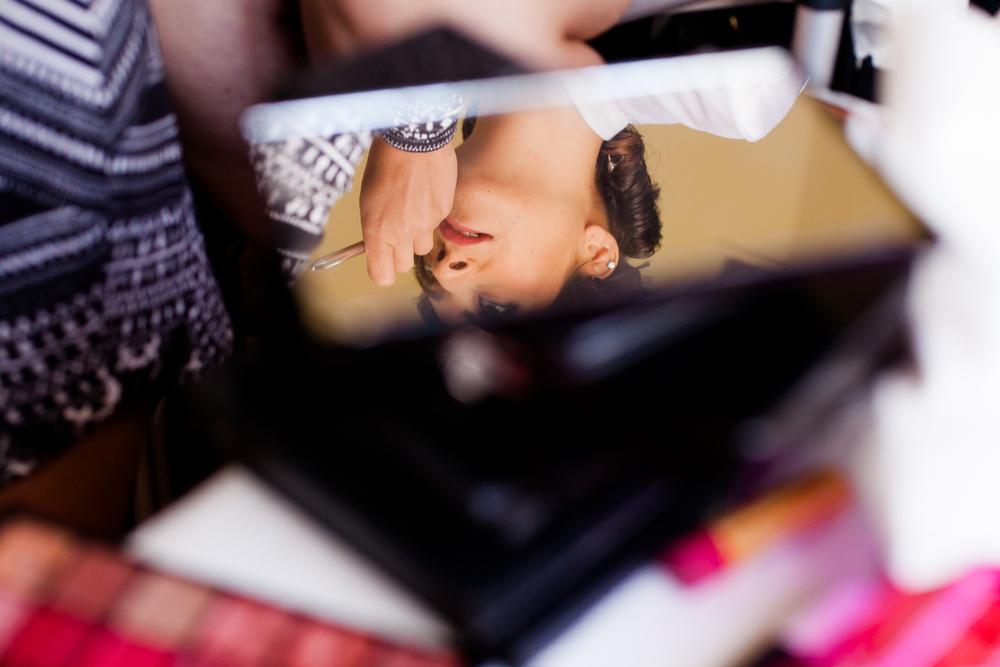 bride_in_mirror