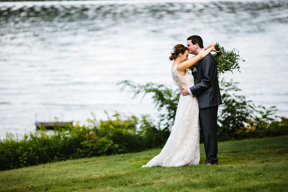 Bride and Groom in front of the lake at the Fontainebleau Inn in Alpine, NY.