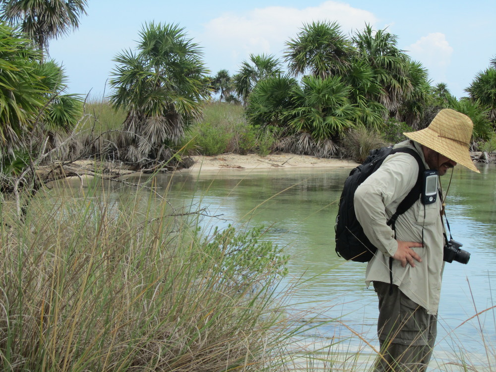 Gerardo Ríos, Master in Geographical Information Systems and Remote Sensing, participating in site ecological assessment   Image credit: Juan Rovalo