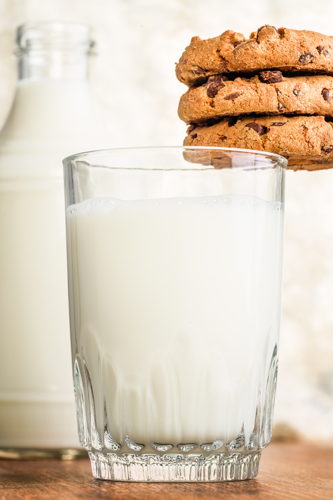 München_Werbefotograf_Food_Desert_Milk_and-Coockies_Karlis_Sulcs_Photography.jpg