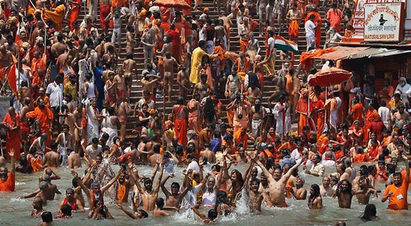 Hindu worshippers bathing in the River Ganges (Photo credit: www.cbc.ca).