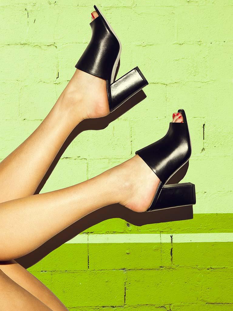 aeyde-catalog-poppy-black-calf.jpg