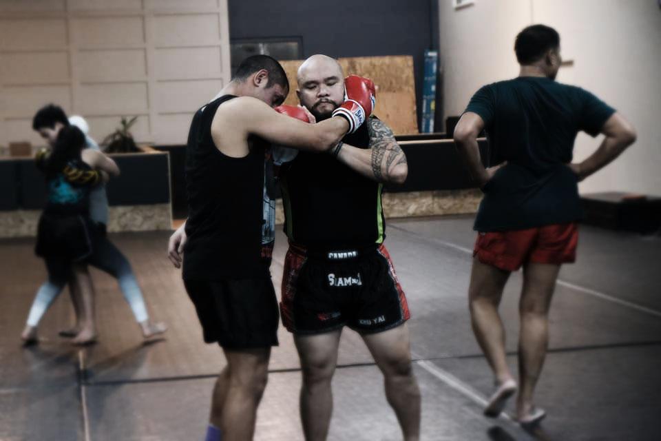 Kru Yai Lubas working in the clinch at a Muay Thai seminar.