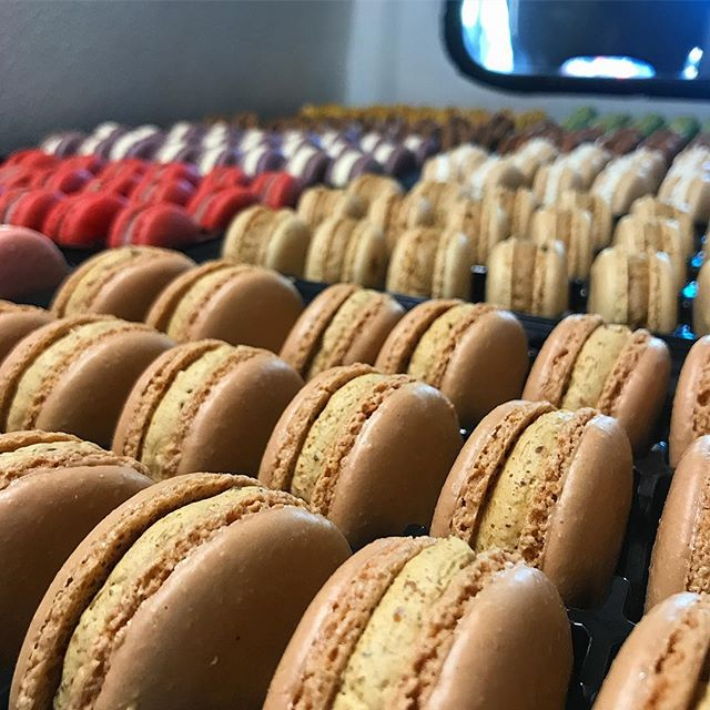 Salted caramel crunch and 13 other flavors are here! . . . . #macarons #frenchmacaron #bostonfoodtrucks #wedding #bostonweddings #bridalshower #bridesmaids #catering #newenglandweddings #babyshower #momtobe #bostonevents #eventplanning #corporateevents #eventplanner