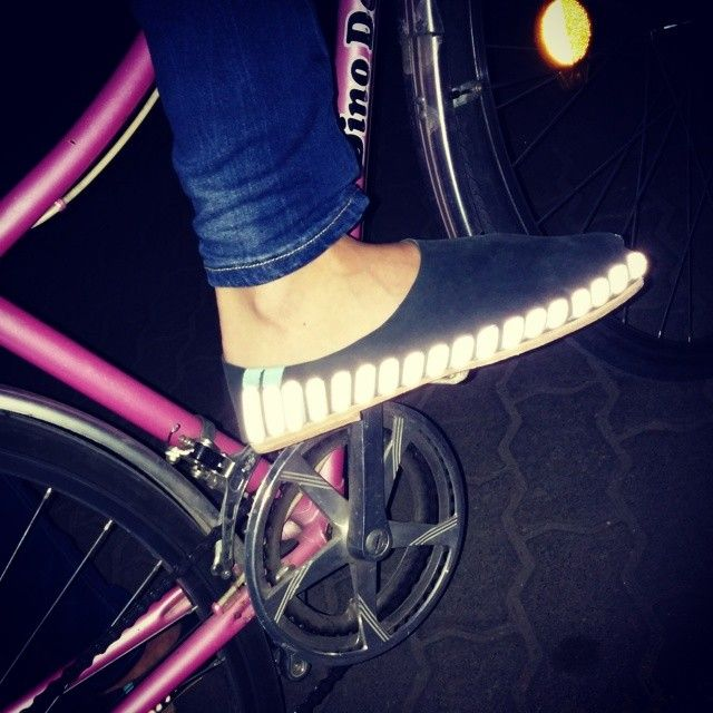 reflective-cyclist-pikkpack-shoes.jpg