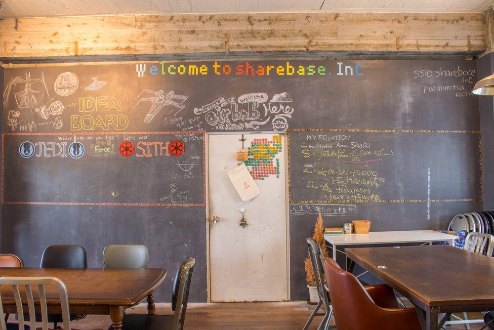 SHARE OUR BASE - sharebase.InCは、コワーキング・イベント・レジデンスの機能を備えた、自分の家のように使えるミックスなスペースです。日々多様な人々がやってくるこの場所には、常に新しいことが起きそうな空気が漂っています。
