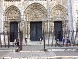 Chartres W Door.JPG