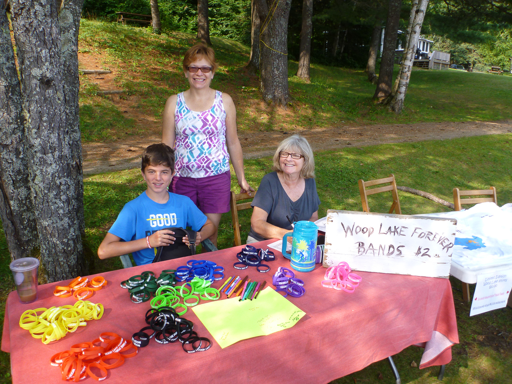 selling jelly bands & t-shirts