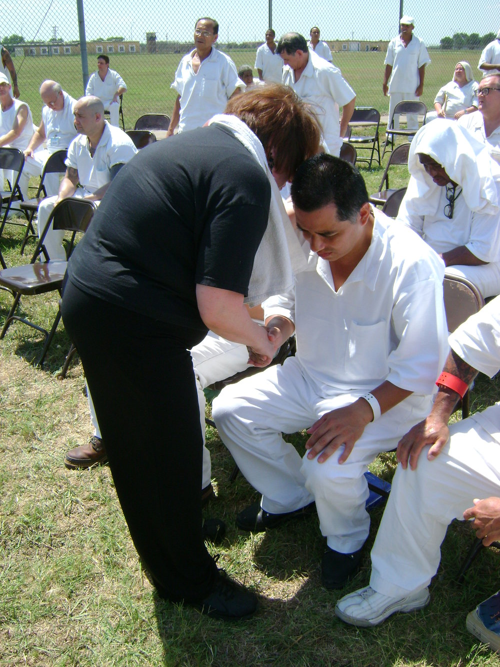 Betty Moffitt praying for a prison inmate