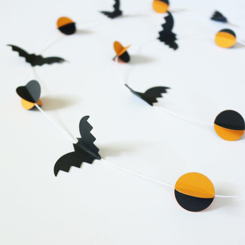 bats-moons-3-D-garland-Halloween-banner-ashdel