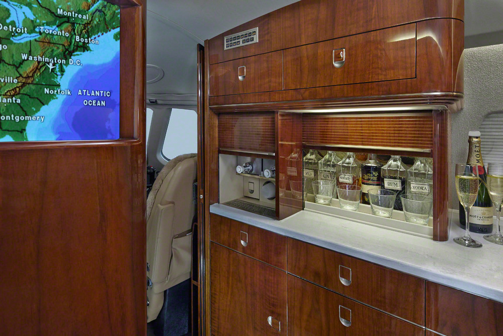 Citation_X_N750WR_Jet_1214_galley_woodwork-3mb.jpg